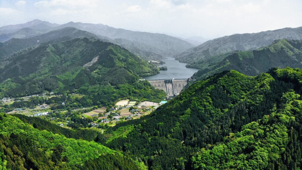 Lake Kusaki and the Kusaki Dam in the thick of the summer green season.